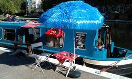 Café azul del barco de casa en poca Venecia Imagen de archivo libre de regalías