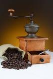Café Bean Still Life con la amoladora Imagen de archivo libre de regalías