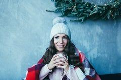 Café bebendo da manhã da mulher fotos de stock