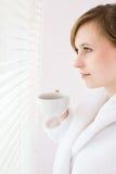 Café bebendo da mulher imagem de stock