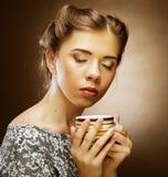 Café bebendo da mulher bonita Foto de Stock