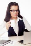 Café bebendo da mulher de negócios Imagem de Stock