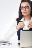 Café bebendo da mulher de negócios Fotos de Stock