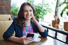 Café bebendo da rapariga bonita Foto de Stock Royalty Free