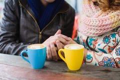 Café bebendo do homem e da mulher Fotografia de Stock Royalty Free