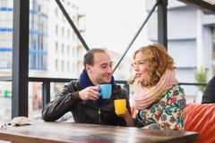Café bebendo do homem e da mulher Fotos de Stock Royalty Free