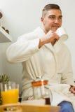 Café bebendo do homem em seu roupão Fotografia de Stock Royalty Free