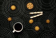 Café, biscoitos e círculos fotografia de stock royalty free