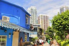 Café bleu en parc de chemin de fer Images stock