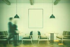 Café branco interior, sofás cinzentos, cartaz, pessoa Fotografia de Stock