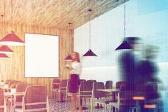 Café branco, teto de madeira, cartaz, pessoa, lado Imagens de Stock Royalty Free