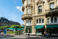 Café BRoglie-Weinlese in der Straßburg-Franzose-Küche Stockbild