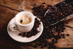 Café caliente del café express con vapor foto de archivo