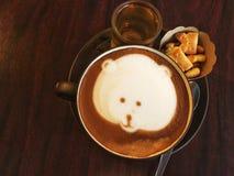 café caliente del capuchino con arte del latte Fotos de archivo
