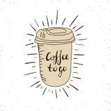 Café caliente disponible ir taza con las tapas y el texto - el café a ir aisló en un blanco Ilustración drenada mano Fotos de archivo
