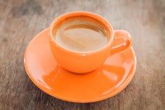 Café caliente en el vector de madera Fotografía de archivo libre de regalías