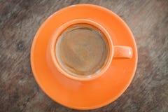 Café caliente en el vector de madera Imagen de archivo libre de regalías