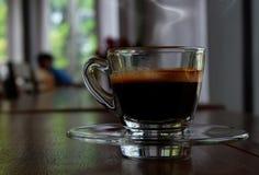Café caliente en la cafetería Imagen de archivo libre de regalías