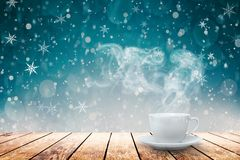 Café caliente en la tabla fotografía de archivo libre de regalías