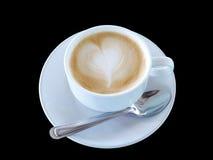 Café caliente en la taza blanca en fondo negro Fotografía de archivo libre de regalías