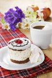 Café caliente y torta sabrosa fotos de archivo libres de regalías
