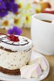 Café caliente y torta sabrosa fotografía de archivo libre de regalías