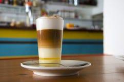 Café canarien populaire d'†de Barraquito « Photos stock