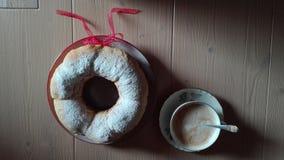 Café, cappuccino e panqueca italianos do café da manhã imagens de stock