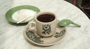 Café chaud asiatique avec le fond mou d'oeuf à la coque photo libre de droits