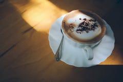 Café chaud dans la cuvette blanche Images libres de droits