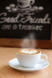 Café chaud dans une tasse Images stock