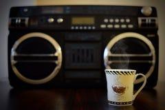 Café chaud et bonne musique Images stock