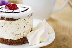 Café chaud et gâteau savoureux Photo stock
