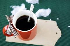 Café chaud sur le fond vert Images libres de droits