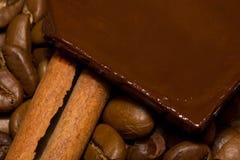 Café, chocolate y canela. Imagen de archivo libre de regalías