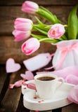 Café, coeurs et tulipes Images stock