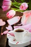 Café, coeurs et tulipes Image stock
