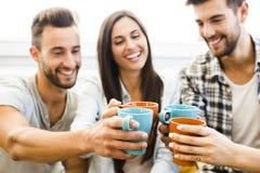 Café com amigos foto de stock