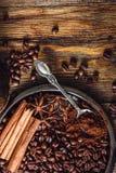 Café com as especiarias na placa Fotografia de Stock
