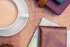 Café com carteira e diários Fotografia de Stock Royalty Free