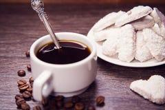 Café com cookies brancas Imagens de Stock