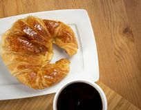 Café com croissant Fotografia de Stock