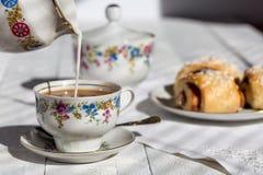 Café com leite e rolos Imagem de Stock Royalty Free