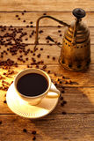 Café com a máquina do vintage na madeira envelhecida Foto de Stock