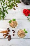 Café com o creme do chicote do chocolate Fotos de Stock Royalty Free