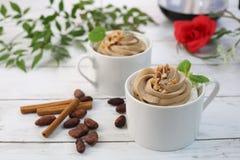 Café com o creme do chicote do chocolate Imagem de Stock
