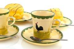 Café com os bolos amarelos doces Fotos de Stock