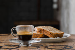 Café com um bolo, queque fotos de stock