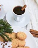 Café con cinamomo y galletas Imagen de archivo
