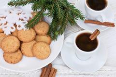 Café con cinamomo y galletas Fotografía de archivo